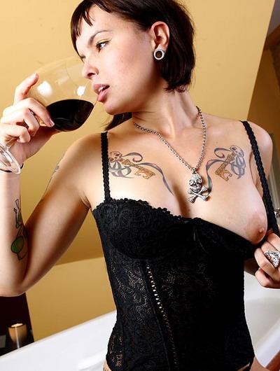 Интимные татуировки пирсинг пупка